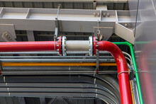 Stainless Steel Flexible Hose. Flexible Stainless Steel Pipe, Installed With Pipes In The Industry Flexible Hoses For Reducing The Force Between The Oil Storage Tanks In And Out Pressure.