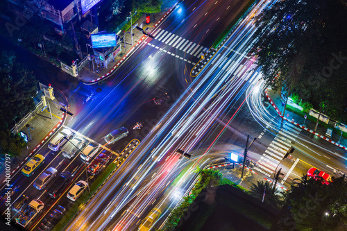 Fotografia High Angle View Of Illuminated City Street At Night