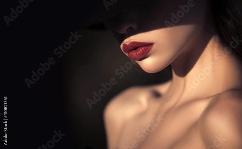Obraz na plátně Woman in shadows