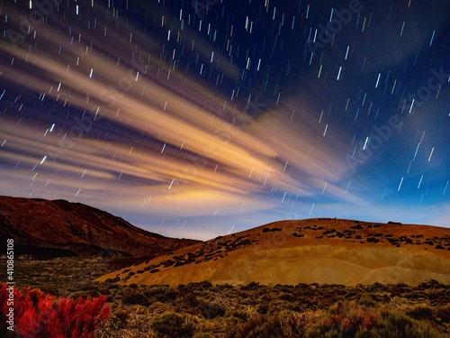 Photo Scenic View Of Landscape Against Sky At Night