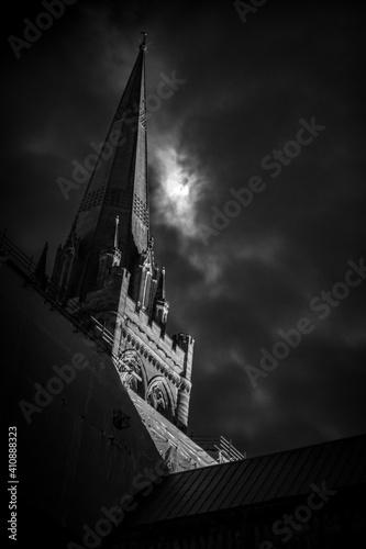 Valokuvatapetti Moonlit Cathedral Spire