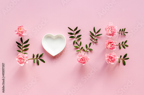 Obraz Word Love for greeting card of flowers and leaves. Top view - fototapety do salonu
