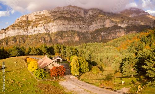 Obraz na plátně Mountain refuge of Gabardito, Hecho valley, western valleys, Pyrenean mountain r