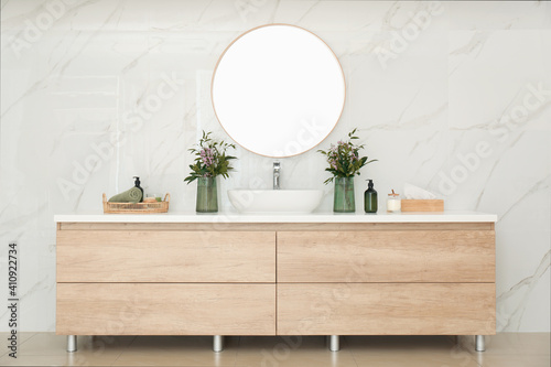 Canvas Print Modern bathroom interior with stylish mirror and vessel sink