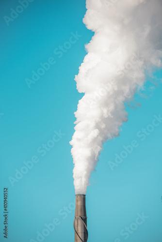 Leinwand Poster Refinery smokestack polluting environment