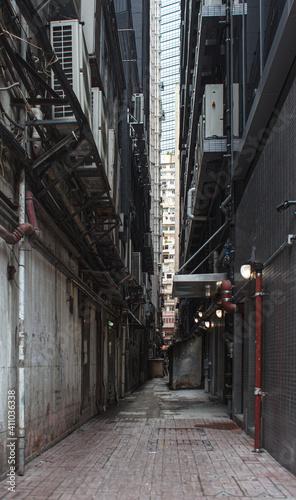 Fényképezés city alley backstreet between skyscrapers