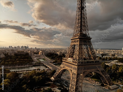 Photo Eiffel Tower In City Against Sky During Sunset