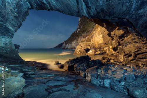 Foto Porto Venere, la grotta di byron in notturna