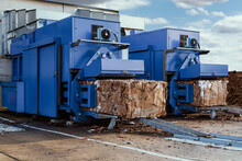 Blue Paper Squeezer Container And Garabage Press Machine Recycle Cardboard To Reusable Material Bales
