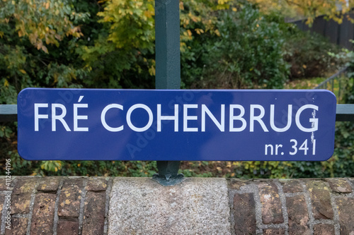 Fotografia, Obraz Street Sign Fre Cohenbrug At Amsterdam The Netherlands 14-11-2019