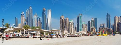 Fototapeta DUBAI, UAE - MARCH 28, 2017: The Marina towers from beach.