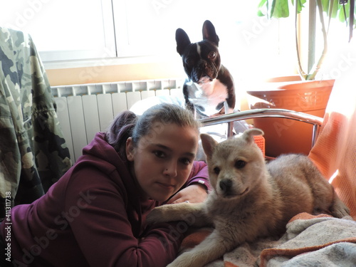 Fotografie, Obraz Portrait Of Young Woman With Dogs At Home