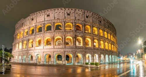 Fotografering Rome, Italy - April 2019: Rainy day at Colosseum in Rome.