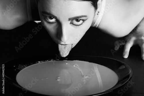 Fotomural catwoman with milk