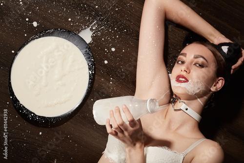 Obraz na plátně catwoman with milk