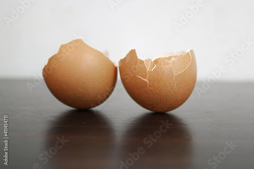 Obraz na plátně Broken Egg Shells On A Table