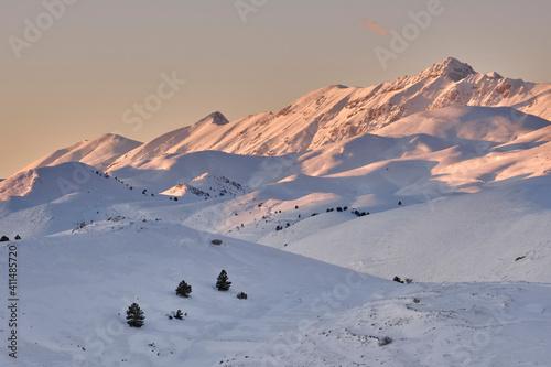 Pizzo Cefalone coperto di neve al tramonto - Gran Sasso - Abruzzo фототапет