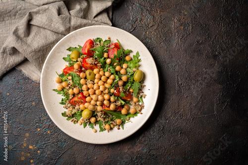 Valokuvatapetti Healthy vegetarian salad with cooked chickpeas, chia seeds, fresh arugula, cherr