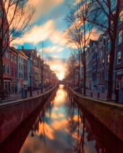 Atardecer En Los Canales Holandeses