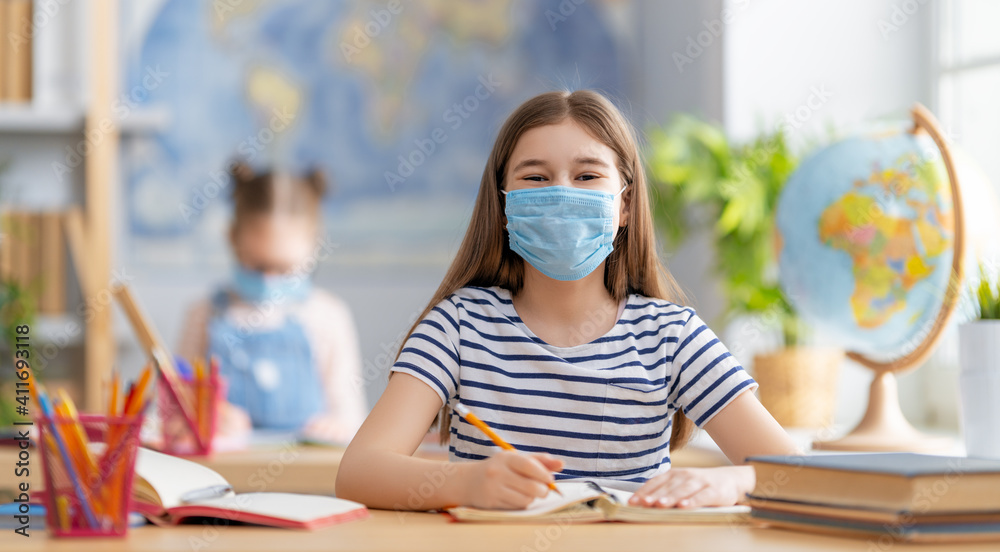 Fototapeta Kids are wearing facemasks learning in class