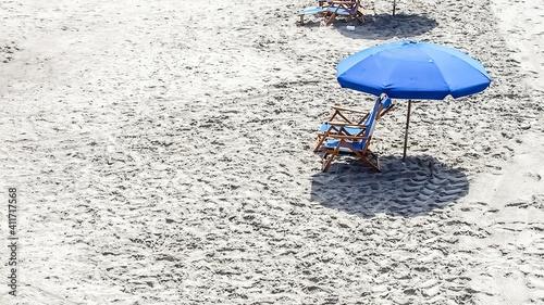 Fotografia High Angle View Of Umbrella On Beach