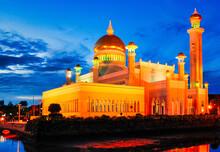 Sultan Omar Ali Saifuddin Mosque, Brunei At Twilight