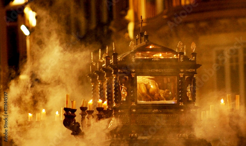 Photo Christ in coffin in Holy Week