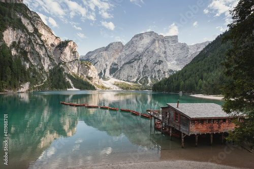 Discovering Dolomites mountains in Northern Italy - Lago di Braies (Pragser Wild Fototapete
