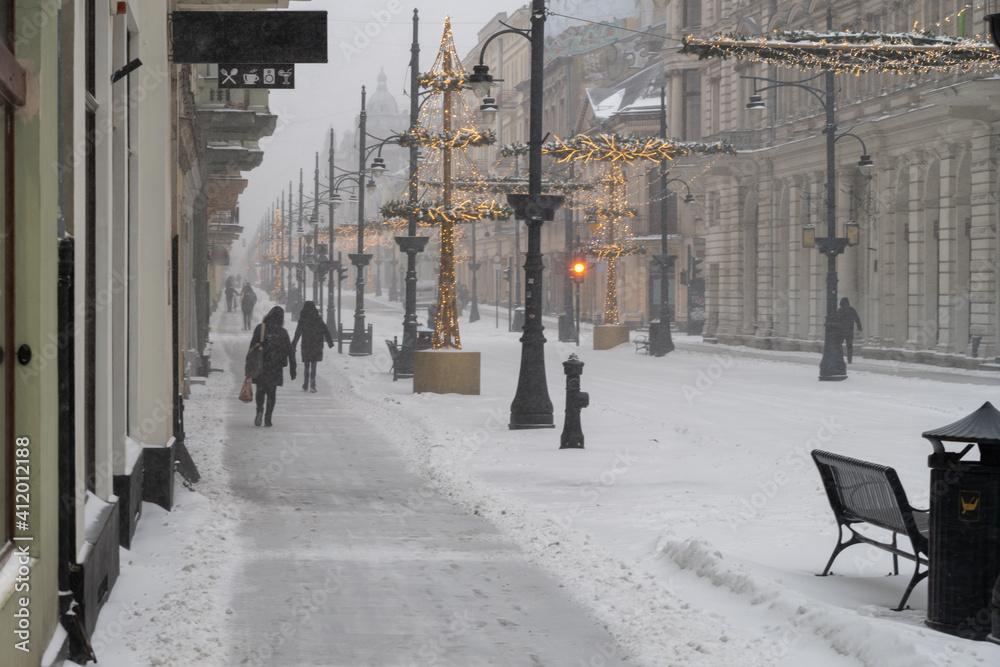 Fototapeta Łódź atak zimy 2021 ulica Piotrkowska w śniegu
