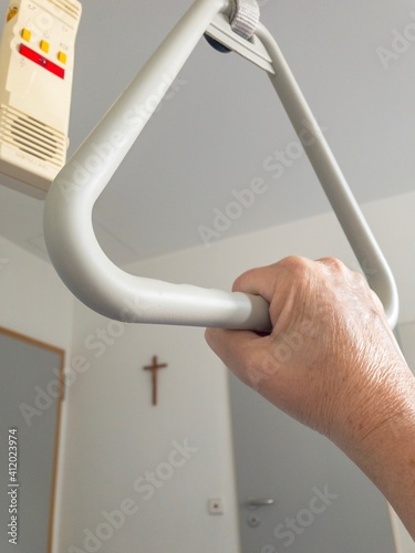 Cropped Hand Of Man Holding Handle Fototapet