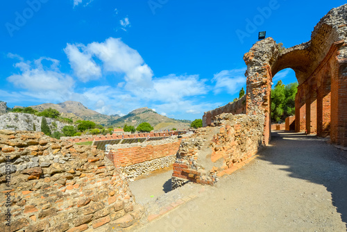 Billede på lærred Archways surrounding the ancient theater at Taormina, Italy, on the island of Si