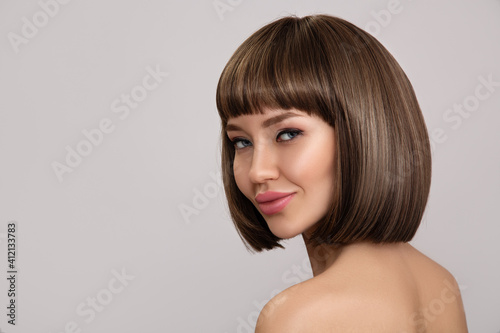 Fotografía Beautiful brunette woman with bob hairstyle