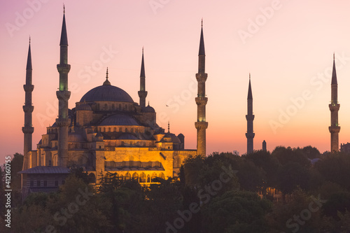 Canvas The iconic Ottoman-era Blue Mosque at Sultanahmet in Fatih, Istanbul, Turkey at sunset or sunrise