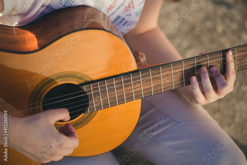 Close-up of female hands playing classical guitar Fototapet