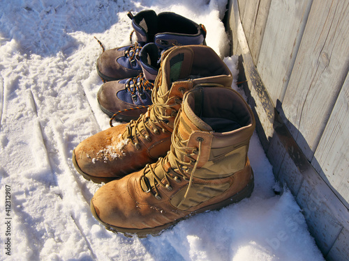 Papel de parede Warm shoes of large and small size in the snow.