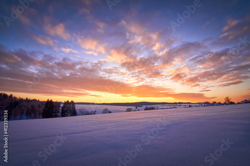 Tela Scenic View Of Snow Covered Field Against Sky At Sunset