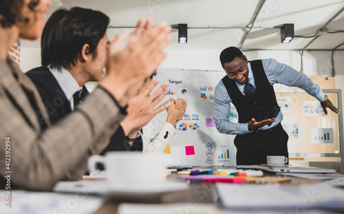 Fototapeta african american Thanking the business meeting participants by bowing. Be admired and applauded From attendees It has a nice and happy atmosphere. Concept thank you meeting business. obraz