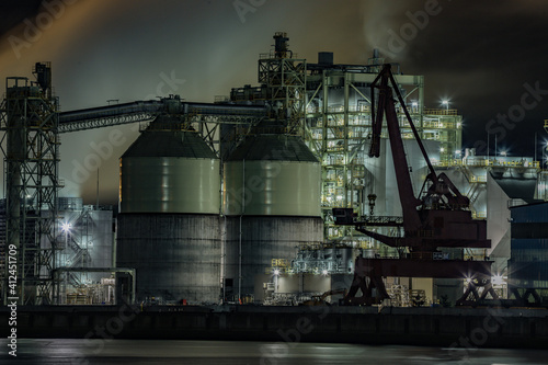 Papel de parede industrial plant at night