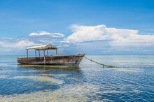 Tipical Boat In Wood Of Zanzibar In Ocean Pacific With Low Tide.  Africa - Tanzania - Zanzibar. Holidays In Africa. Life Free And See The World