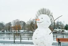 Schneemann Und Fluss