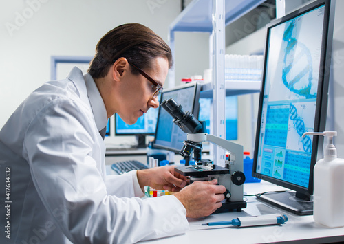 Obraz Professional scientist is working on a vaccine in a modern scientific research laboratory. Genetic engineer workplace. Future technology and science. - fototapety do salonu