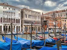 Gondolas En El Canal Principal, Venecia.