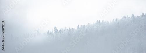 Góry w mglisty dzień