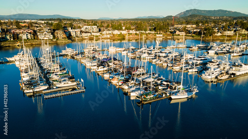 Wide-angle lens shot of the Sidney Marina port in Vancouver, Canada Fototapet