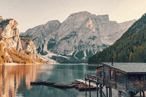 Scenic View Of Lake By Mountains Against Sky Fototapete