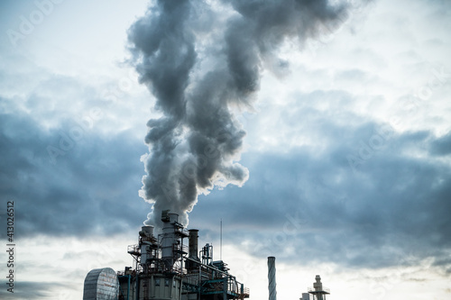 Fotomural smoke coming out of factory chimney industry and global warming