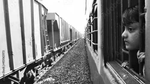 Tela Portrait Of Girl On Railroad Track Amidst Train