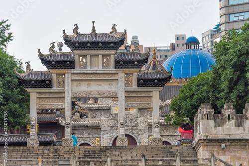 Fotografering Memorial Archway along the Nanming River, Guiyang, Guizhou Province, China