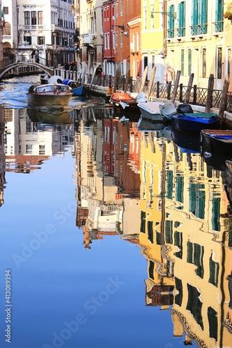 Fototapeta Boats Moored In City obraz