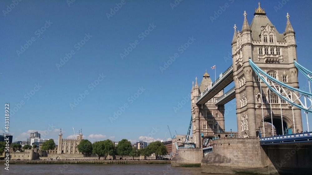 Fototapeta View Of Tower Bridge And The Tower Of London Over River Thames Under A Clean Blue Sky